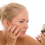 Способы избавления от подкожных прыщей на лице, подбородке и лбу