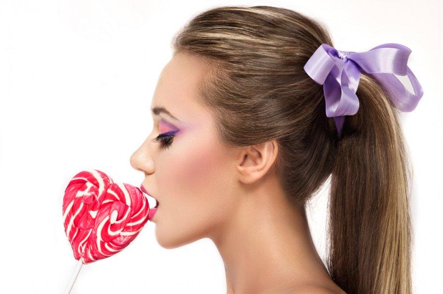 Прыщи от сахара на лице: почему появляются и как быть?